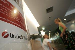 Acţiunile mai multor bănci italiene, inclusiv UniCredit şi Intesa, suspendate din cauza Greciei