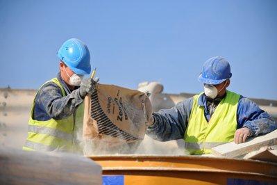 Managerii estimează creşterea activităţii în industrie, construcţii, comerţ şi servicii