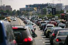 Un român şi un austriac vor să-şi facă plinul la maşina diesel. Ce urmează rămâne o realitate statistică în UE