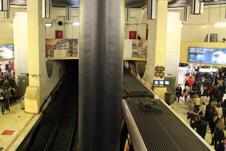 Un mare operator de telefonie oferă internet gratuit clienţilor care circulă cu metroul