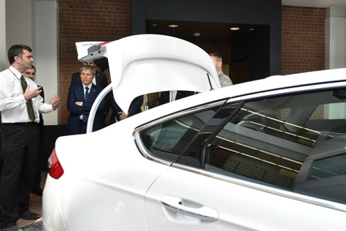 Premierul Cioloş, propunere de afaceri pentru Ford