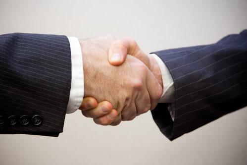 Companiile care influenţează din umbră cele mai importante decizii luate în România