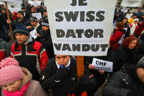 Tribunalul a decis, pentru un credit, îngheţarea cursului la franci elveţieni la 2,1 lei