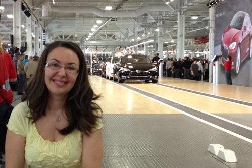 """Drumul studentei Cristina, din Braşov până în laboratoarele Boeing şi Tesla. """"Mulţi spuneau că nu sunt în toate minţile de conduc atât pentru un job"""""""