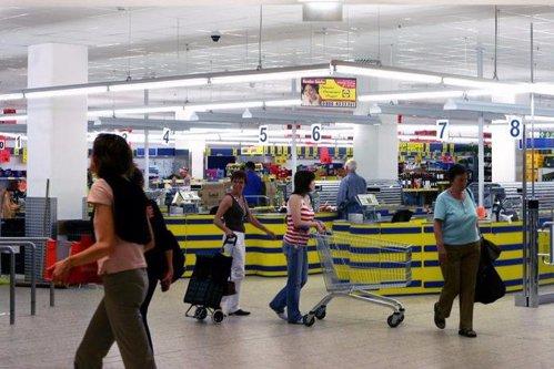 Supermarketul din România care a mărit salariile cu 30%. Motivele unei decizii neaşteptate