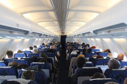 Cu cât timp înainte trebuie cumpărat biletul de avion pentru a obţine un  preţ bun