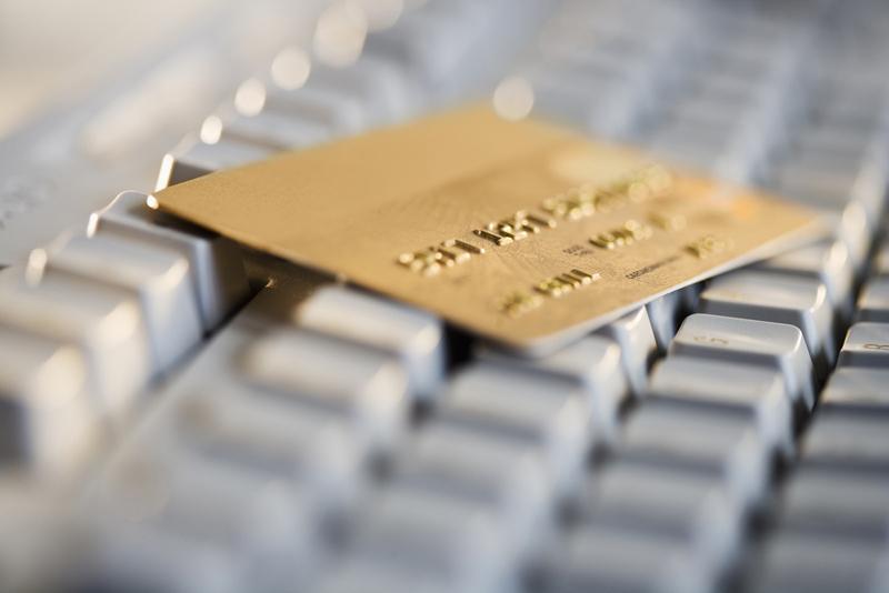 Care sunt condiţiile pentru a obţine un card de credit