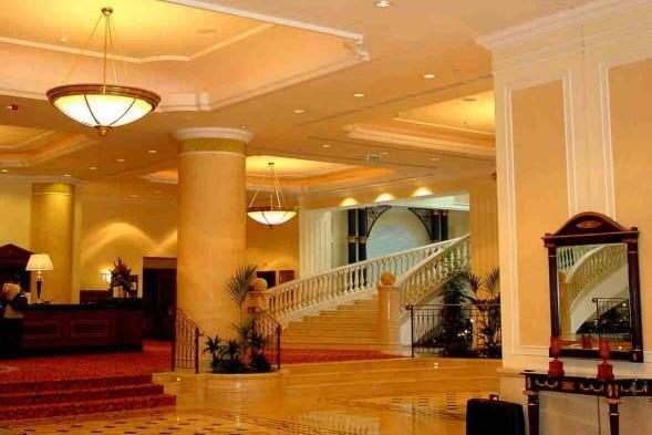 Unul din cele mai cunoscute hoteluri din Bucureşti ar putea fi vândut pentru 100 de milioane de euro