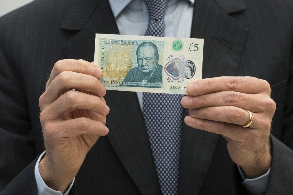 Noi probleme pentru Marea Britanie: Lira sterlină se prăbuşeşte în aşteptarea Brexit-ului