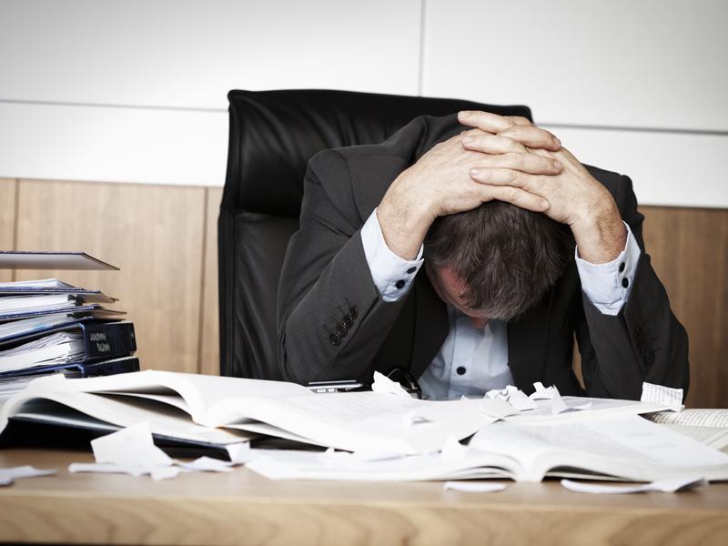 """Un sfert din timpul angajaţilor e """"risipit"""" de volumul prea mare de informaţii"""