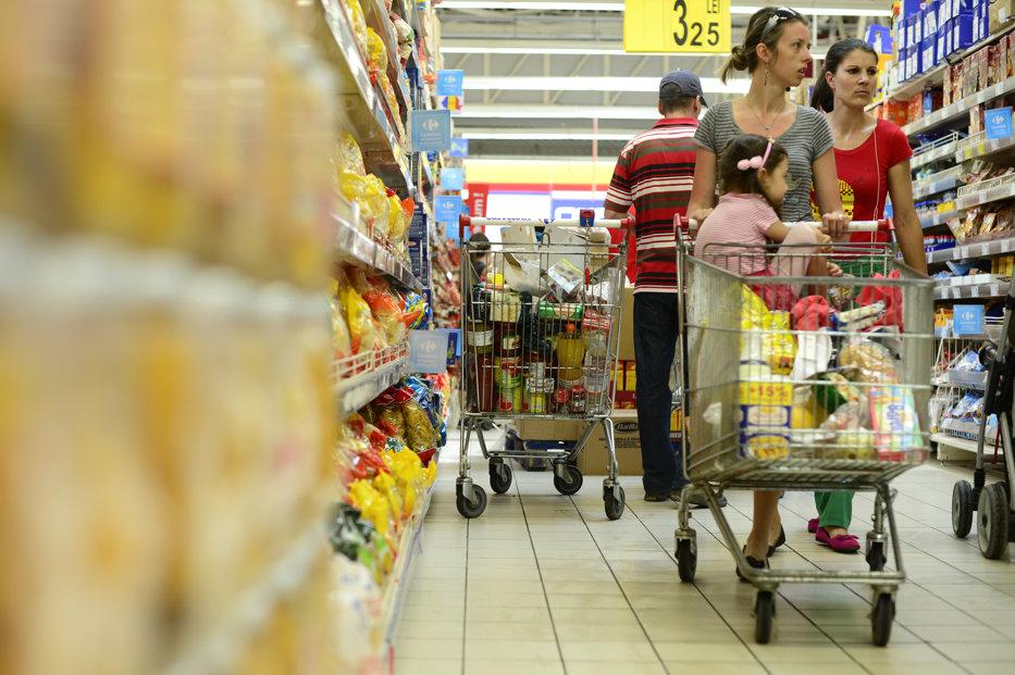 Câţi bani dau românii lunar pe alimente