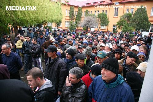 """O statistică rece scoate la iveală o realitate paradoxală a României. """"Mixul între oportunităţi la negru şi ajutoare de la stat este puţin prietenos"""""""