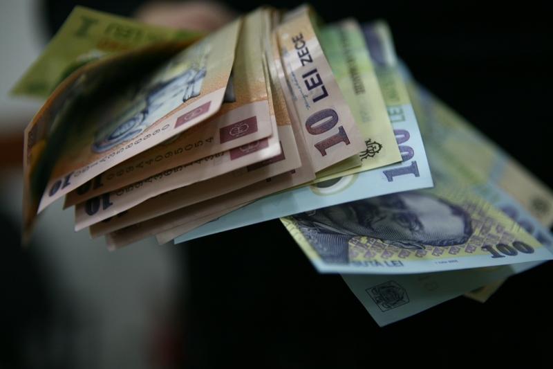 TOPUL salariilor din România. Angajaţii cărora aproape li s-au dublat veniturile într-o singură lună