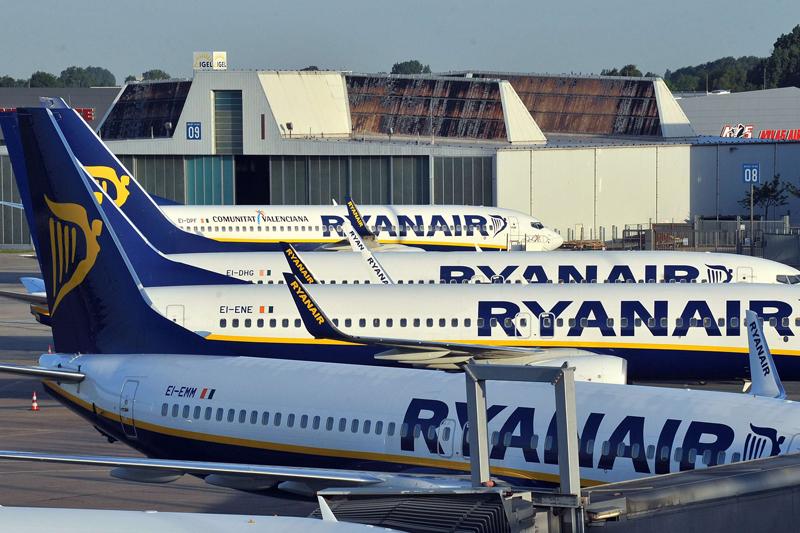 Ryanair face recrutări. Primă de instalare de 1.200 de euro