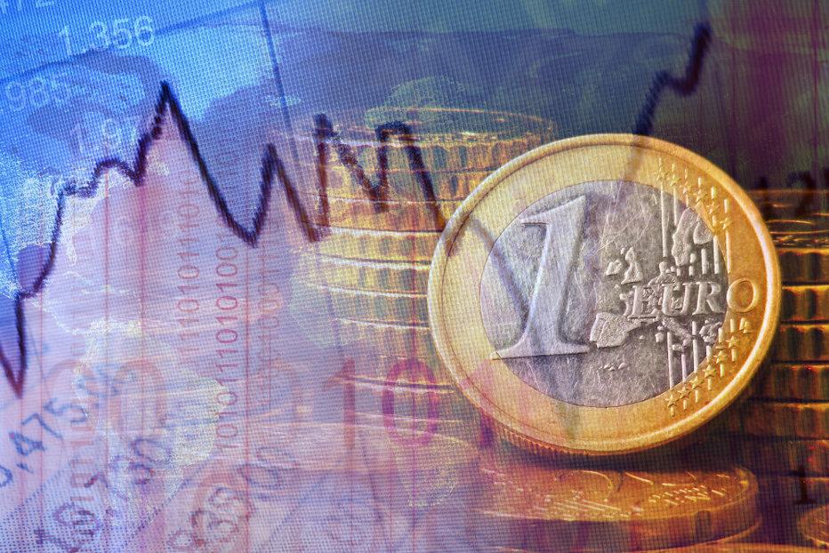 Euro creşte puternic şi atinge un nou prag maxim în aproape cinci ani