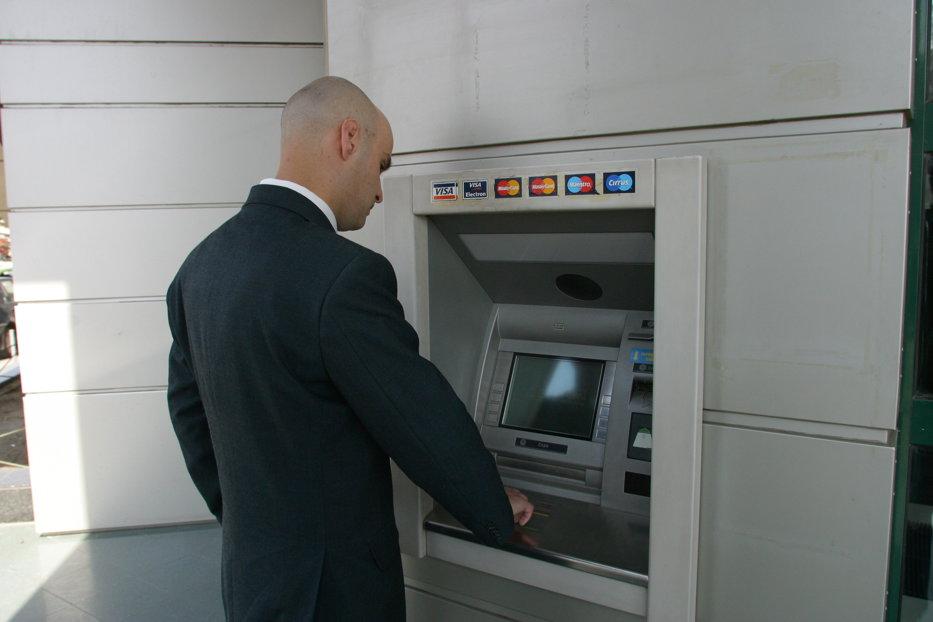 Una din cele mai mari bănci din România, DE VÂNZARE. Opt investitori sunt deja interesaţi