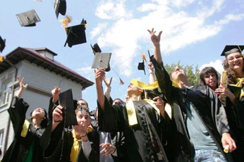 Facultatea din România unde, după absolvire, tinerii câştigă 6.000 de lei în mână, fără experienţă