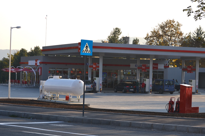 Cine este românul care a deschis cea mai mare benzinărie din România, comparabilă ca suprafaţă cu un hipermarket