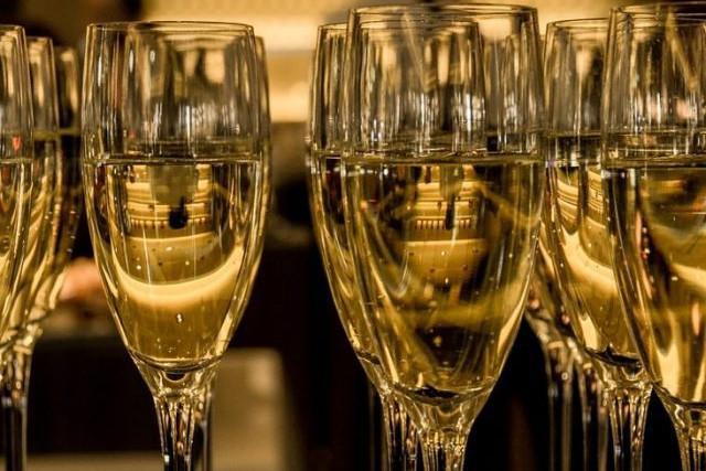 Lidl vinde un tip de vin spumant, cu un preţ de 40 de lei, care a primit aceeaşi distincţie pe care o au 40 de şampanii de top
