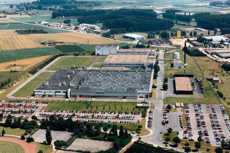 Un gigant al industriei germane vrea să deschidă o fabrică în România: Vor fi 2.000-2.500 de locuri noi de muncă