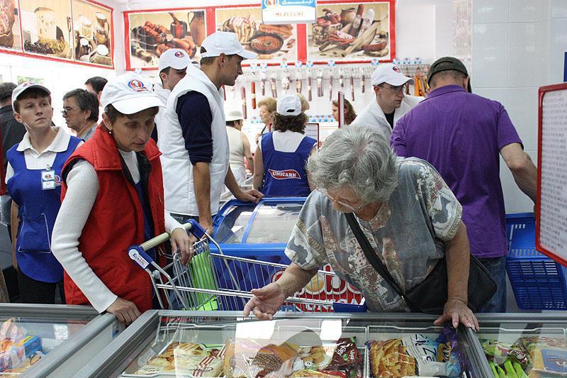 Ar putea fi afacerea anului: doi giganţi din comerţ se luptă pentru 100 de magazine în România