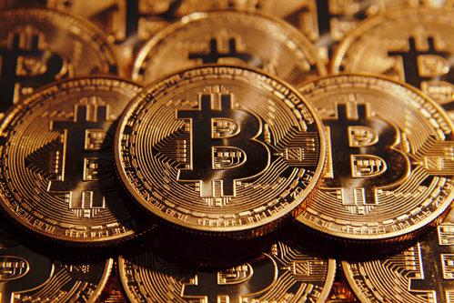 Bitcoin a ajuns la un nou record. Moneda virtuală a depăşit valoarea aurului