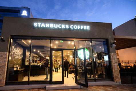 Starbucks deschide două noi cafenele până la finalul anului. Una dintre ele, unicat în România