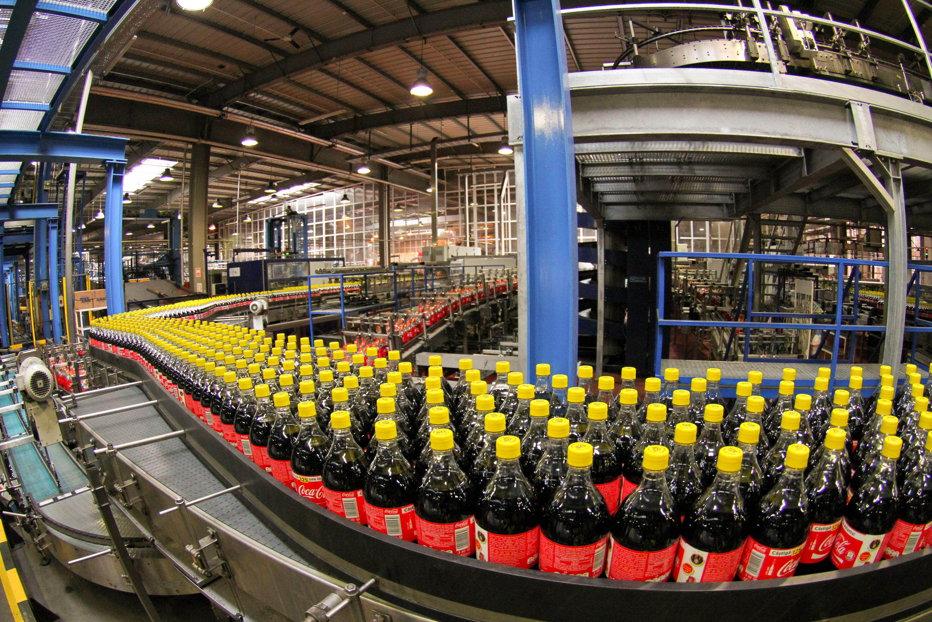 """Mihai Tudose anunţă că americanii de la Coca-Cola nu reduc salariile angajaţilor din România şi îi atacă din nou pe """"unii sindicalişti"""""""