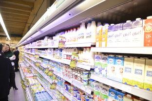 """Ministrul Daea atacă marile magazine după creşteri nejustificate ale preţurilor la ouă, lapte, carne sau unt: """" I-am rugat pe toţi să nu fie lacomi"""""""