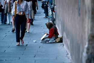 Agenţia de presă americană Bloomberg ne loveşte în plin: Deşi România are cea mai mare creştere economică din Europa, în spatele ei se ascunde cea mai apăsătoare sărăcie