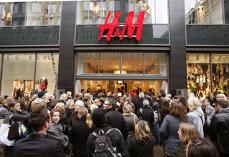 H&M anunţă că închide mai multe magazine. Criză la celebrul producător de haine