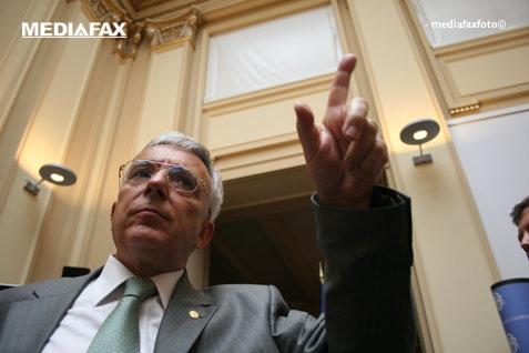 BNR pregăteşte restricţii pentru creditele luate de români. Anunţul făcut acum de Isărescu