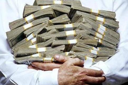 Povestea omului care are mai mulţi bani decât Islanda, Tunisia, Jamaica şi Estonia la un loc