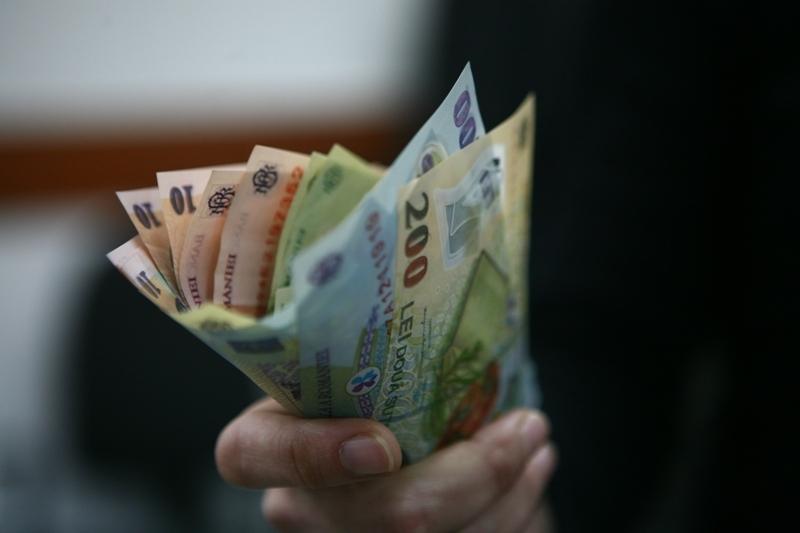 Câţi români au salarii mai mari de 1.000 de euro net pe lună