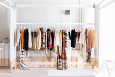 Probleme pentru unul dintre cei mai mari retaileri din lumea modei, prezent şi în România. Închide 170 de magazine