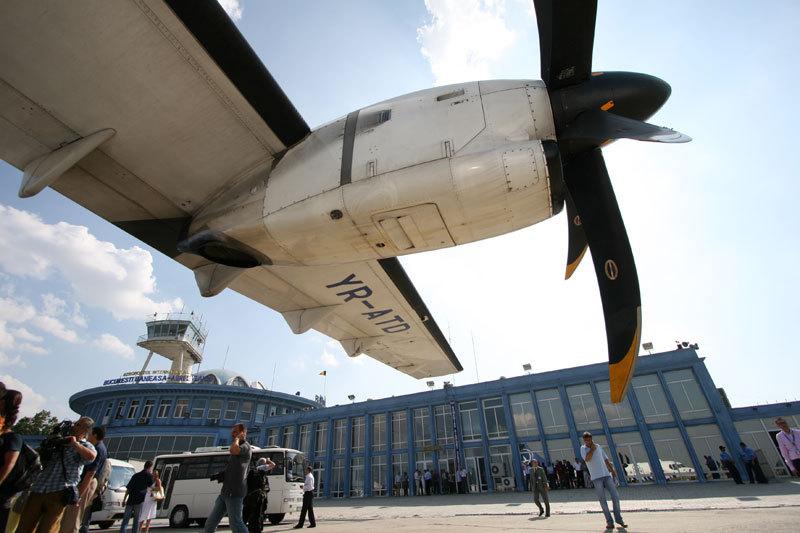 Cât câştigă o angajată de la Compania de Aeroporturi Bucureşti: bate profiturile unora dintre cele mai mari firme prezente în România
