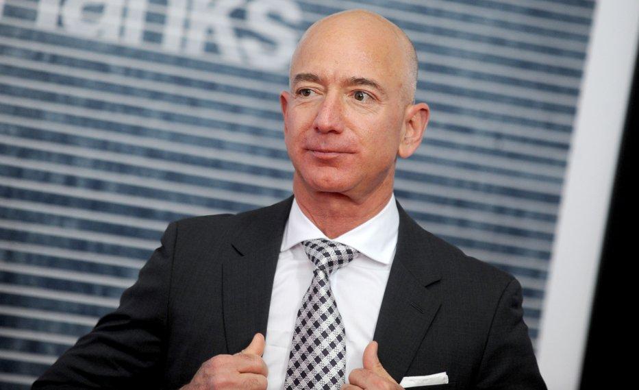 Jeff Bezos, şeful Amazon, le oferă angajaţilor 5.000 de dolari cu o singură condiţie