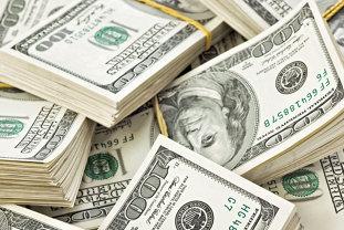 Cine este omul care a câştigat 1.238 de dolari pe secundă, adică 107 milioane în fiecare zi a anului trecut