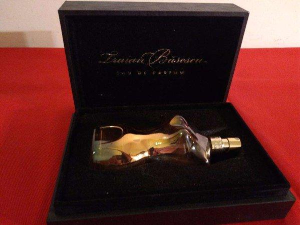 Sticlă de parfum pentru Traian Băsescu pe OLX