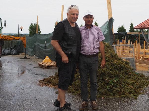 Mugur Isărescu și un angajat al Casei Isărescu, Drăgășani