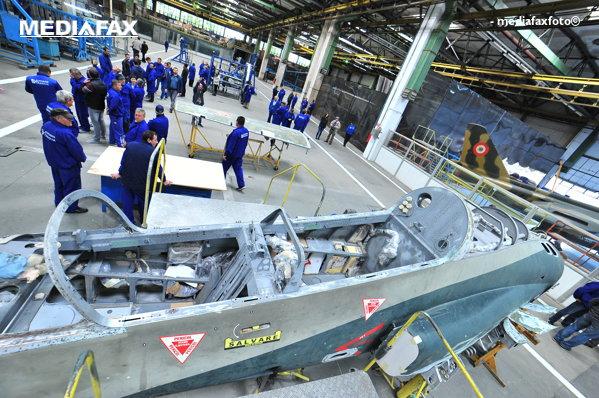 Muncitori fabrica de avioane Craiova