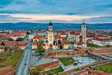 AFACERI de Centenar: 1 Decembrie SCUMPEŞTE de 4 ori cazarea în Alba Iulia şi UMPLE toate hotelurile şi pensiunile pe o rază de 100 km