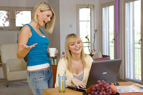 Comisia Europeană elimină GEOBLOCAREA. De astăzi, ROMÂNII pot face cumpărături online FĂRĂ FRONTIERE