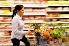 Preţuri EGALE, venituri MAI MICI: Românii dau cei mai mulţi bani pe MÂNCARE din UE