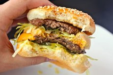 McDonald's a pierdut exclusivitatea mărcii BIG MAC în UE. Compania americană, acuzată de MCHĂRŢUIRE