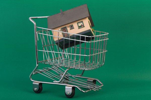 Piaţa imobiliară funcţionează cu două viteze