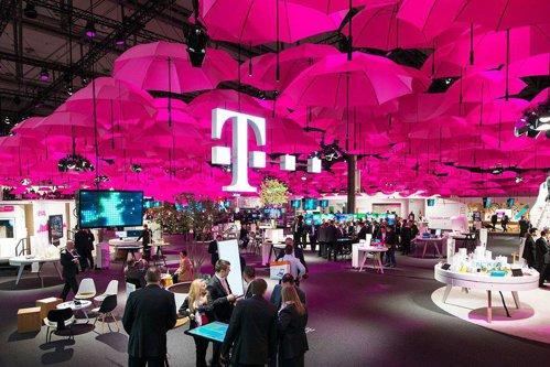 Telekom România anunţă restructurări. Angajaţii vor fi înlocuiţi de roboţi