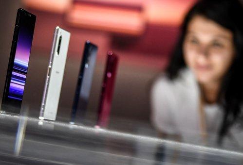 Un mare operator telecom, prezent şi în România, va închide peste 1.000 de magazine din ţări europene