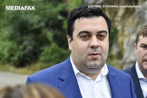 Răzvan Cuc a declarat război unei firme de handling de pe Otopeni: Inclusiv eu am aşteptat în avion