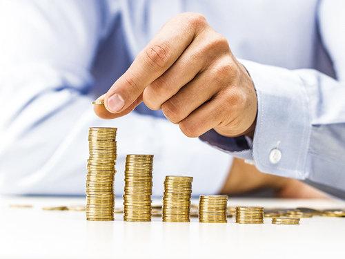 Guvernul are două scenarii pentru creşterea salariului minim brut pe ţară